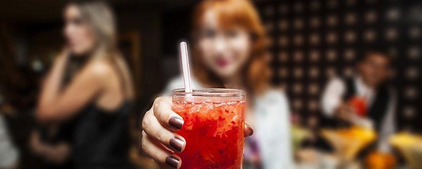 Como cada bebida alcoólica afeta sua pele