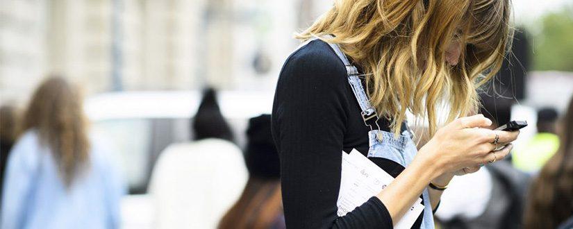 Uso excessivo do celular pode acentuar papada e rugas no pescoço